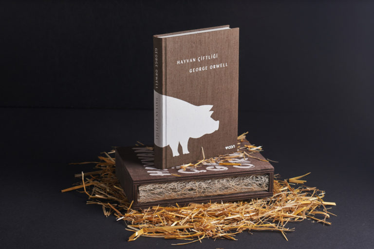 'Hayvan Çiftliği'ni hiç böyle okumadığınıza bahse gireriz!