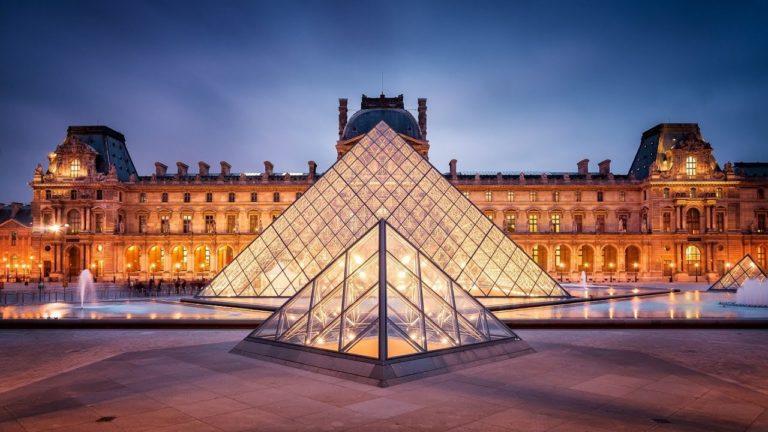 Ve Louvre Müzesi de kapılarını açtı