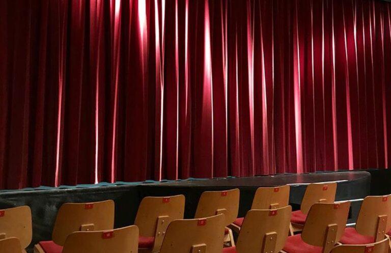 """R. Onur Duru yazdı: """"Tiyatro Yasası derhal yapılmalı"""""""