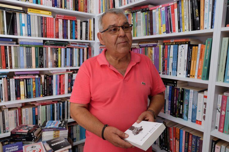 Gürültünün ortasında direnen bir kitapçı: Alaçatı Kitabevi
