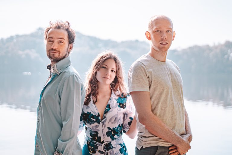 Over The Sea'nin yeni single'ı 'Seize The Day'