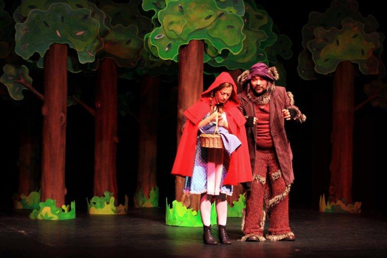 Eti Çocuk Tiyatrosu'ndan online 'Heidi' ve 'Kırmızı Başlıklı Kız' oyunu