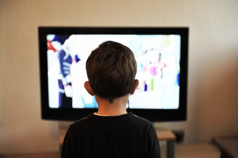 Evde zaman geçiren çocukların izleyebileceği 8 TV programı