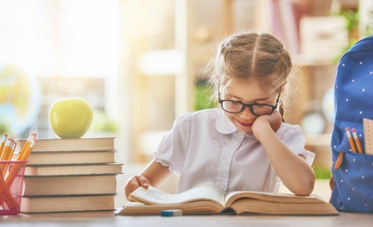 """2 Nisan Dünya Çocuk Kitapları Günü'nde """"evde kal, bol bol kitap oku"""""""