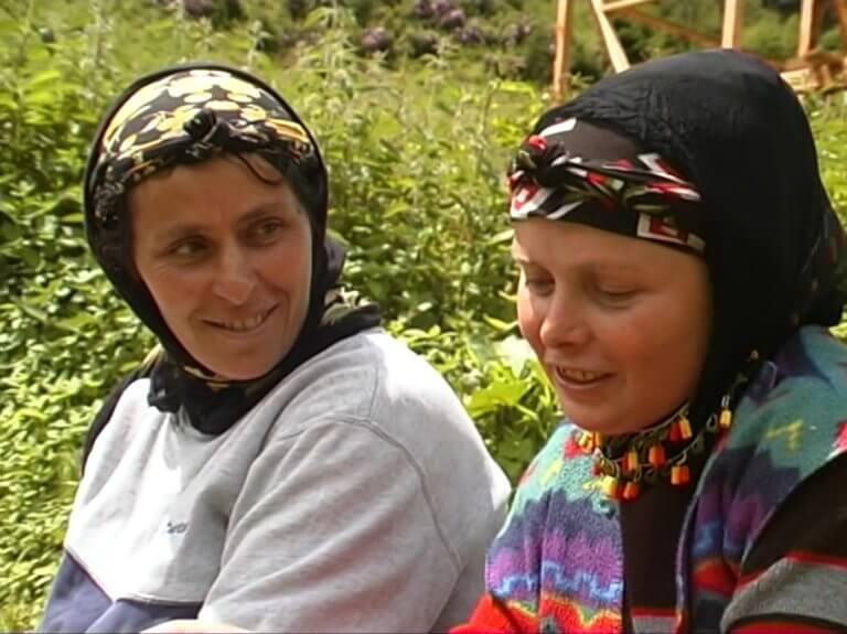 """Yeşim Ustaoğlu'nun """"Sırtlarındaki Hayat"""" belgeseli yayına açılıyor"""
