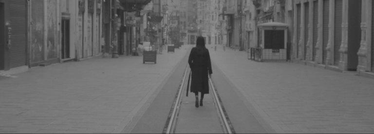 """Bir pandemi filmi: """"Kendini Yalnızca Kendinde Yok Et"""""""