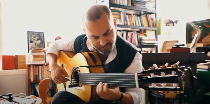 """Söyleşi – Cenk Erdoğan: """"Doğaçlama müziğin başarısında muhabbet var"""""""