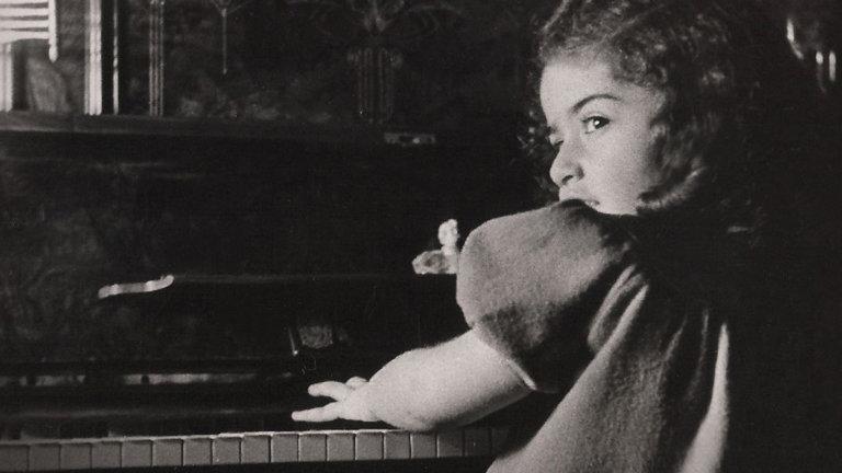 """""""İdil Biret: Bir Harika Çocuğun Portresi"""" belgeseli dijitalde erişime açıldı"""