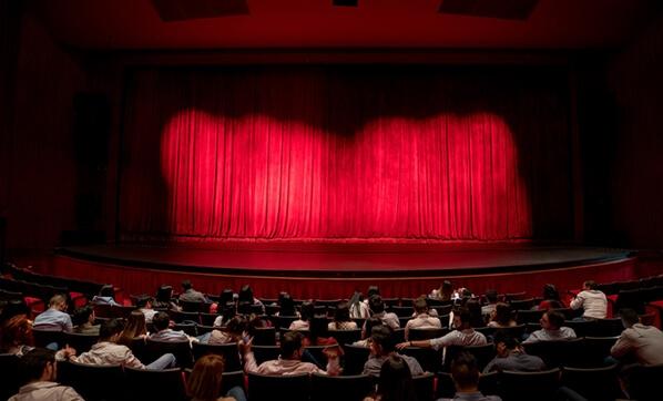 Tiyatroculardan imza kampanyası: Tiyatromuz yaşasın!