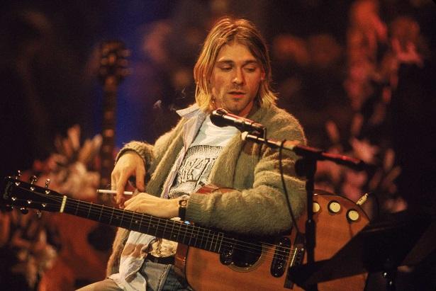 Dünyanın en pahalı gitarı Kurt Cobain'in gitarı oldu