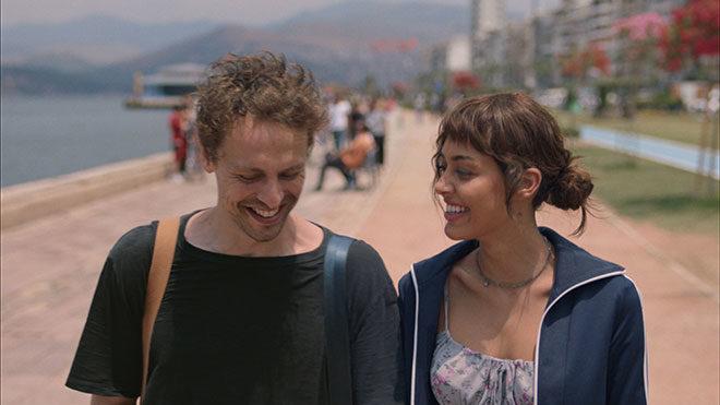 """Netflix orijinal ilk Türk filmi """"Yarına Tek Bilet""""i sunar…"""